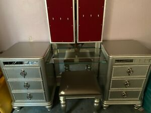 Silver/grey Vanity stand, mirror and stool