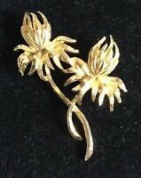 Vintage Brooch Scarf Pin Goldtone Flower Costume Jewelry Fashion Accessory 3159F