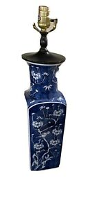 Blue and white Chinese vase lamp