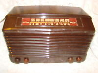 Vintage Olympic Tru-base 6-604 Brown Bakelite Tube Radio 1940's