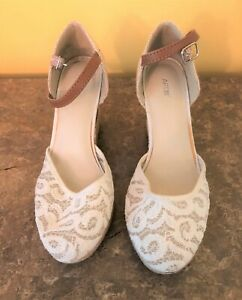 Apt. 9 Ivory Lace & Cork Wedge Sandals with Ankle Strap  6.5 M