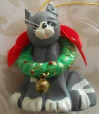 """Xmas ornament Mini Munchkins Possible Dreams """"Cat with Wreath & Bell"""",1993"""