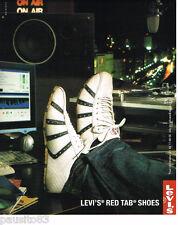 PUBLICITE ADVERTISING 085  2004  les baskets  RED TAB SHOES de LEVI'S