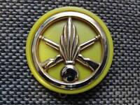 Insigne de béret infanterie avec son macaron plastique jaune