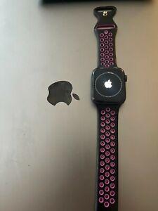 Apple Watch Series 5 44mm Space Grey Aluminium Case Pink - Damaged Screen
