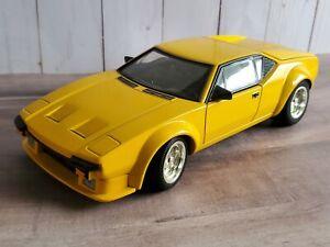 Hot Wheels DeTomaso Pantera 1:18 Scale Diecast Model Car Ford V8 Motor 2000