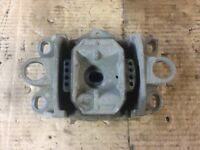 JAGUAR X TYPE 01-09 AUTO UPPER LEFT GEARBOX MOUNT 1X43-7M122-BA