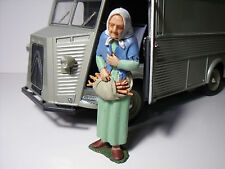 FIGURINE  1/20  BERNADETTE  FOR  CITROEN HY  SOLIDO   VROOM  UNPAINTED  NO  1/18