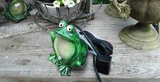 Teichfigur Frosch Wasserspeier mit Pumpe Wassergarten Dekoration