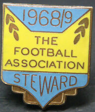 THE FOOTBALL ASSOCIATION 1968-69 STEWARD Badge Brooch pin In gilt 24mm x 29mm