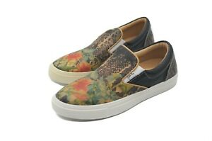 LucyToni Leather Slip on Low Skate Shoes with Flower Patterned Design