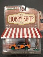 GREENLIGHT 1//64 THE HOBBY SHOP 2015 NISSAN GT-R W// RACE CAR DRIVER 97010-E CHASE