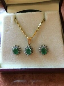 Vintage emerald necklace and earrings