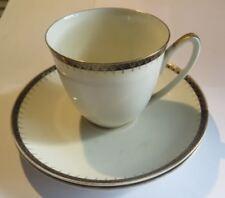 1 tasse et 2 sous tasses « P.Regout &Co Maastricht porselein Made in Holland »