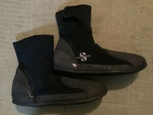 Diving equipment..Scubapro 5mm dive boots in good condition size XL