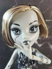 Monster High Frankie Stein Black & White Skull Shores Puppe MH