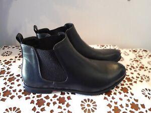 ISABELLA BROWN  Black Slip On Elastic Side Ankle Boots Size 9
