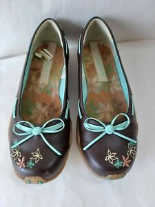 Kangaroos Leather Embroidered Wedge Heel Shoes - In Brown - Size 3