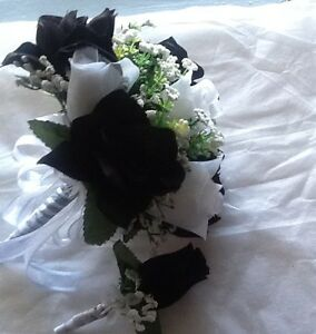 Black And White Bouquet With Bout and toss