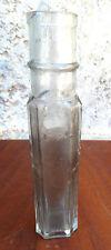 Ancien flacon, vieille fiole en verre épais, vieux verre ancien flacon de parfum