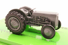 Road Ragers 1946 Ferguson TE20 Tractor 'Little Grey Fergie' Diecast Limited 1:64