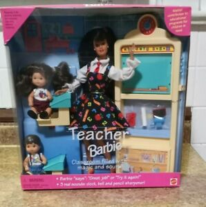 NRFB MATTEL Barbie Teacher Doll Set Hispanic 1995 in original box. Smokers alert