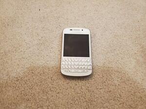 BlackBerry Q10 - 16GB - White (Unlocked) Smartphone