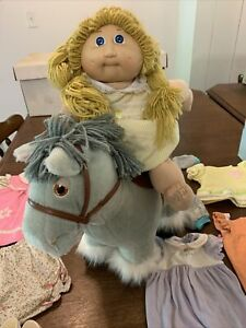CABBAGE  PATCH KIDS DIMPLE BLONDE DOLL , HORSE AND DOLL' S CLOTHES