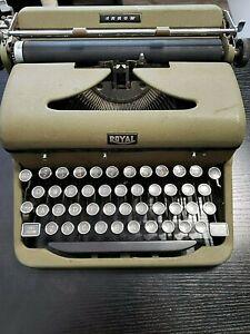 Vintage Typewriter- Royal Arrow Model Green No case - RK 554