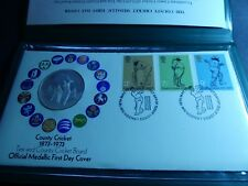 Bn-31: County Cricket 1873-1973 Medallic Day Cover in green folder with cert