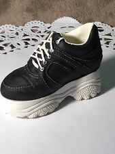 """Just the Right Shoe """"Sneaking By"""". 25035. 1999 Retired. No Coa. Raine"""