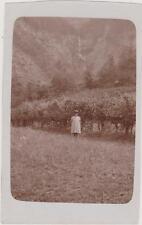 PHOTO ANCIENNE/FILLETTE /A l'ARRIERE PLAN LA CASCADE A LA GORGE 28.08.1932
