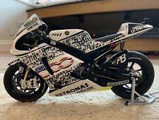 1/12 Minichamps Valentino Rossi 2010 Laguna Seca MotoGP Fiat Yamaha Team Bike
