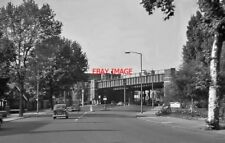 PHOTO  LONDON 1962 NORTHWARD ON HIGH ROAD APPROACHING EAST FINCHLEY STATION
