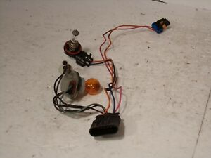 2003 2004 2005 SATURN L SERIES HEADLIGHT LAMP BULB SOCKET WIRING HARNESS #SH355