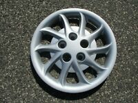 One 1998 1999 Chrysler Concorde 15 inch bolt on hubcap wheel cover