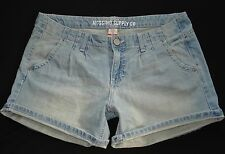 New! MOSSIMO Jrs Size Womens Pleated Denim Jean Shorts Low Rise Fit 6 Light Wash