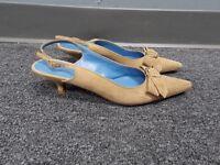 SALVATORE FERRAGAMO Tan Suede Pointed Toe Casual Slingback Heels 7.5 B3864