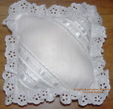 COUSSIN BRODERIE ANGLAISE ET RUBANS SATIN CARRE 16 CM*