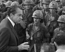 Richard Nixon UNSIGNED photo - K9435 - Visiting troops in Vietnam