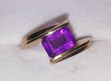 10Kt Yellow Gold Ladies Ring with Purple Stone  Size 5 3/4 ((97))