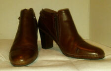clarks artisan collecition 10M leather upper Women's Zip Up Leather Ankle Boots