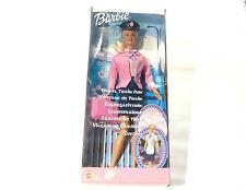 Poupée Barbie dans sa boite d'origine hotesse de train 2001