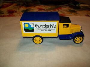 """Ertl #B676 """" Thunderhills Golf #8 """" 1931 Hawkeye Truck Bank MIB 1:34 Scale"""