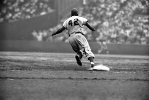 JACKIE ROBINSON CLASSIC BROOKLYN DODGERS FLYING AROUND THE BASES #42