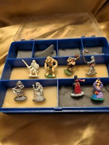 8 dungeons and dragons miniature figures Grenadier 4 women with scuffed case
