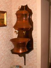 Belle et ancienne fontaine en cuivre