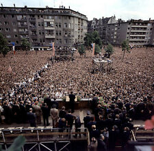 JOHN F. KENNEDY ADDRESS TO PEOPLE OF WEST BERLIN JUNE 1963 - 8X10 PHOTO (EP-935)