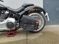 HULK Black kompatibel mit Harley Davidson Seitentasche Schwingentasche Flasche
