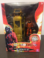 Doctor (DR) Who - THE SATAN PIT action figure gift set (BNIB)